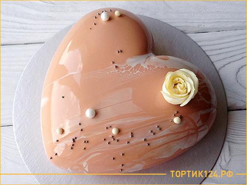 Муссовый торт на свадьбу в виде большого сердца