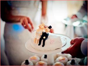 Свадебный торт на заказ с фигурками
