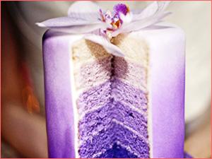 Вариант цветной начинки для свадебного торта