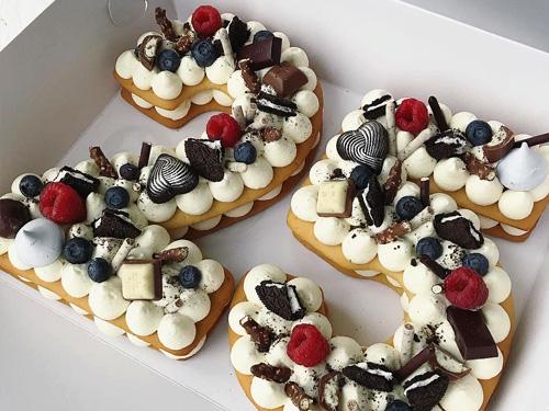 Торт бисквитный с фруктами на 25 лет