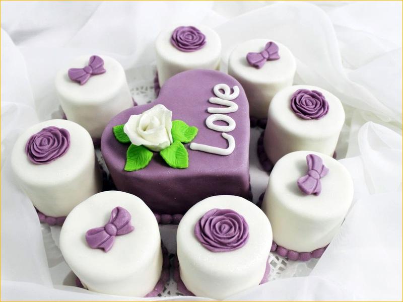 Красиво оформленный тортик для любимой