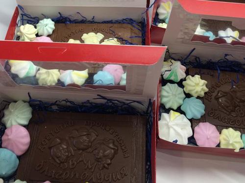 Большие шоколадные плитки в подарочной упаковке