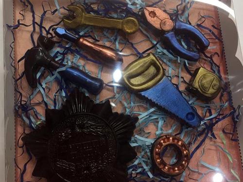 Набор инструменты из шоколада