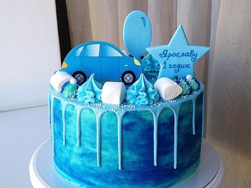 Бисквитный торт мальчику на день рождение с машинкой