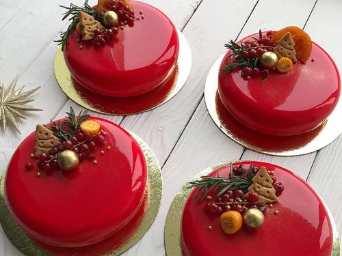 Красный муссовый торт на новый год