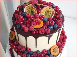 Свадебный ягодный торт на свадьбу