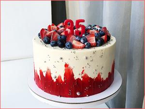 Вкусный и красивый ягодный торт на юбилей и день рождение