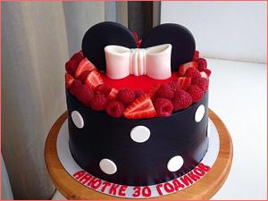 Смешной торт в виде мики мауса из ягод для девушки